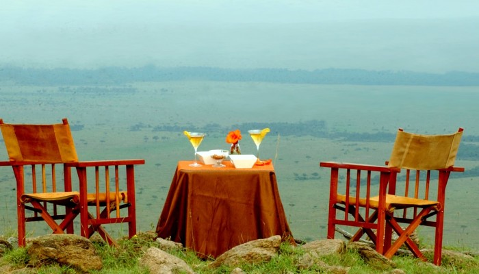 Relax over a couple of drinks at Mara West Safari Camp.